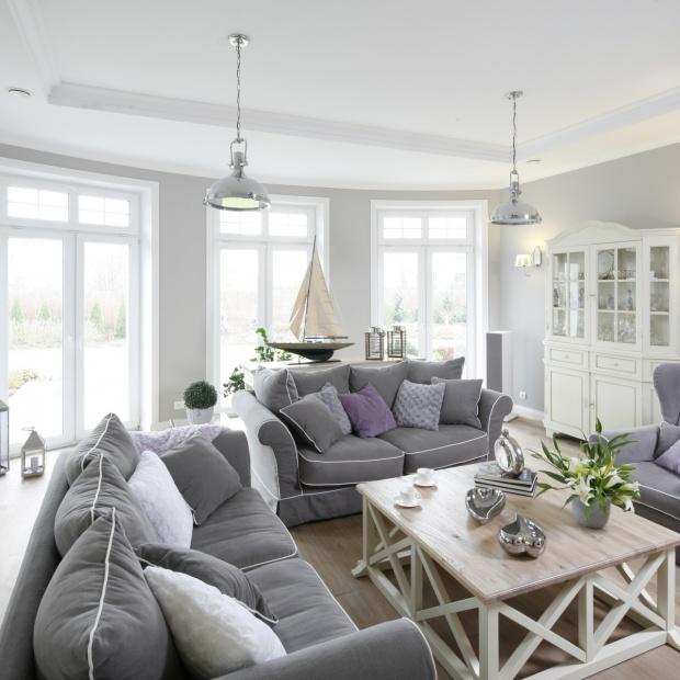 Pokój dzienny: przepis na ciepłe i przytulne wnętrze