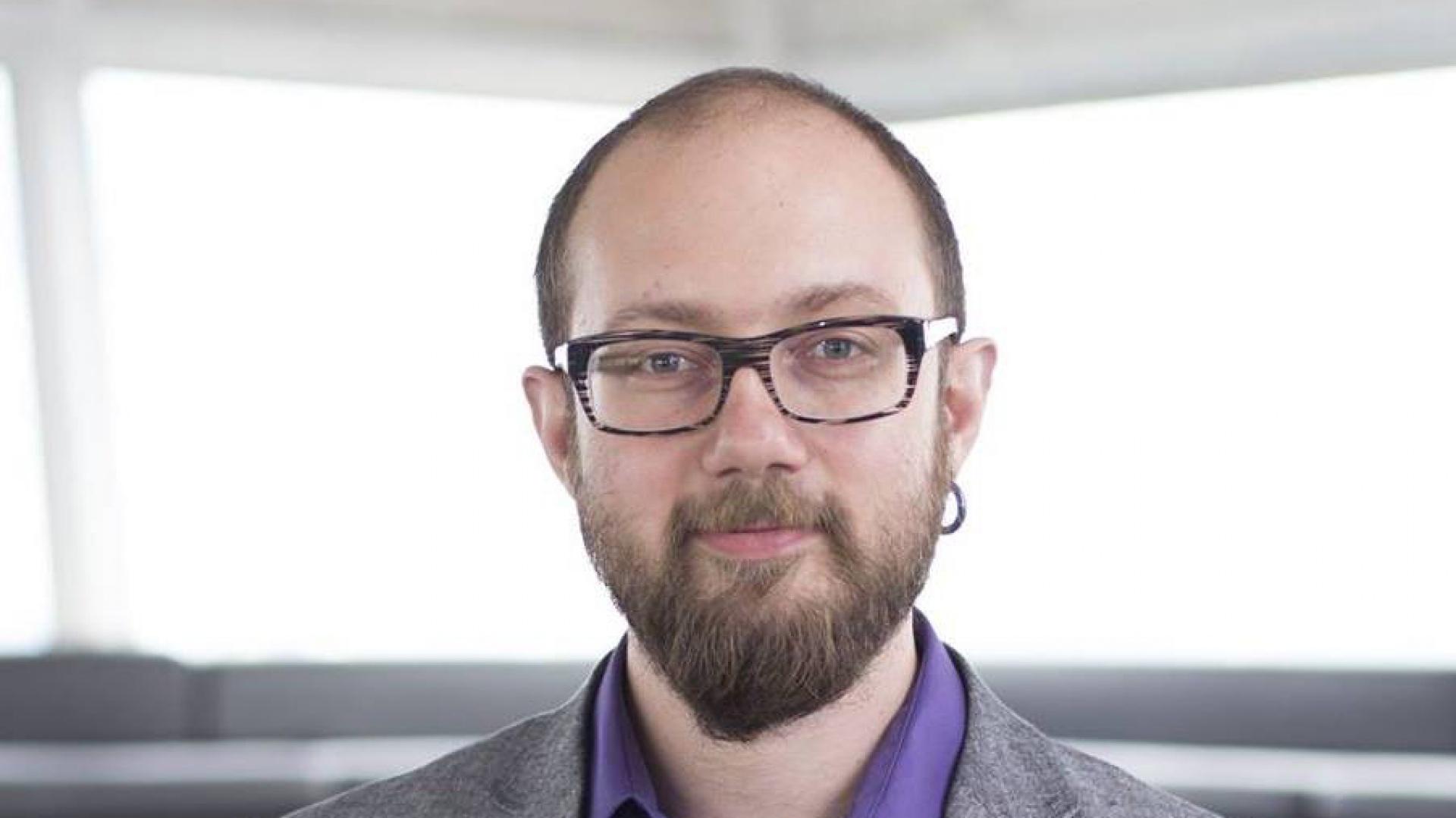 """Maciej Turski, ekspert ds. inteligentnych domów i nowoczesnych technologii w budownictwie, autor książki """"10 mitów inteligentnych domów"""". Fot. Archiwum"""