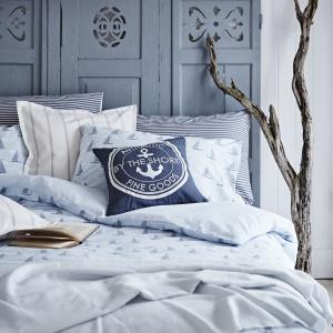 W sypialni urządzonej w stylu etno doskonale sprawdzą się pościele z tym samym motywem. Warto jednak postawić na jasne kolory, aby wnętrze nie było zbyt pstrokate. Fot. Sainsburyshome