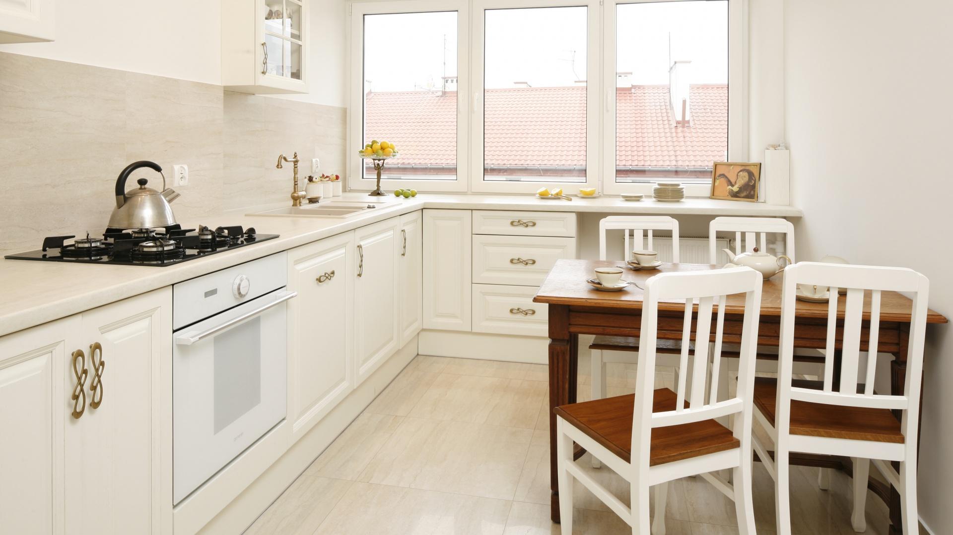 Lubisz Klasyczne Aranzacje Zobacz Mieszkanie Z Piekna Biala Kuchnia
