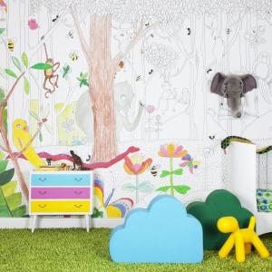 Tapeta, po której można malować? Pewnie! Umożliwia to marka Mr Perswall - ściany udekorowane tą pomysłową tapetą dadzą maluchom naprawdę wielką frajdę tworzenia własnej bajkowej przestrzeni Fot. Mr Perswall.