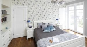 Dekoracja ściany za łóżkiem może całkowicie odmienić sypialnię. Zobacz, jak zrobili to inni.