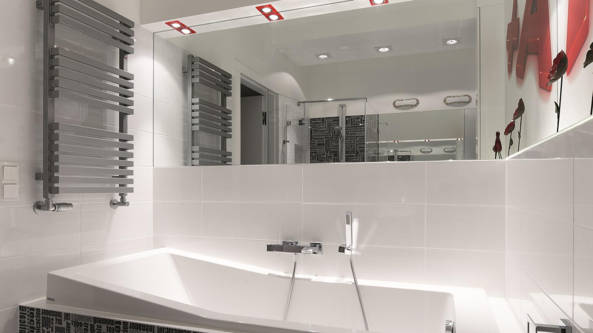 łazienka Dla Rodziny Gotowy Projekt Z Wanną I Kabiną