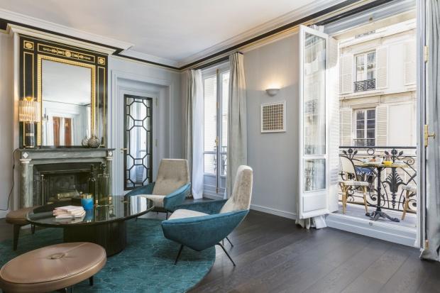 Eleganckie wnętrze: luksusowy apartament w Paryżu