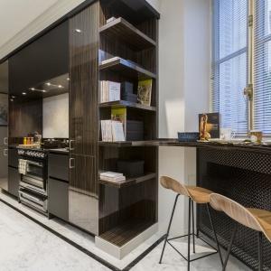 Piekarnik marki Smeg utrzymany w stylu retro nadaje kuchni domową, przytulną atmosferę. Projekt: Gerard Faivre Paris.