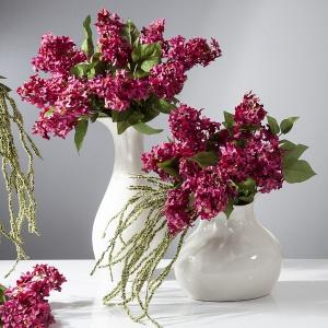 Kwitnący bez o to synonim wiosny: na zdj. kompozycja kwiatowa Eurofirany. Fot Eurofirany