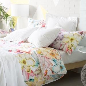Pastelowe kwiaty na pościeli z oferty Zara Home. Fot. Zara Home