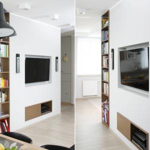 W tym mieszkaniu telewizor zaplanowano w zabudowie g-k. We wnękę wpasowano telewizor, otaczające go głośniki oraz - na dole - niewielką szafkę RTV. Projekt: Joanna Morkowska-Saj. Fot. Bartosz Jarosz