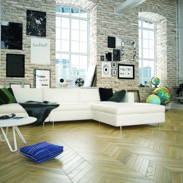 Przytulny salon: postaw na drewnianą podłogę