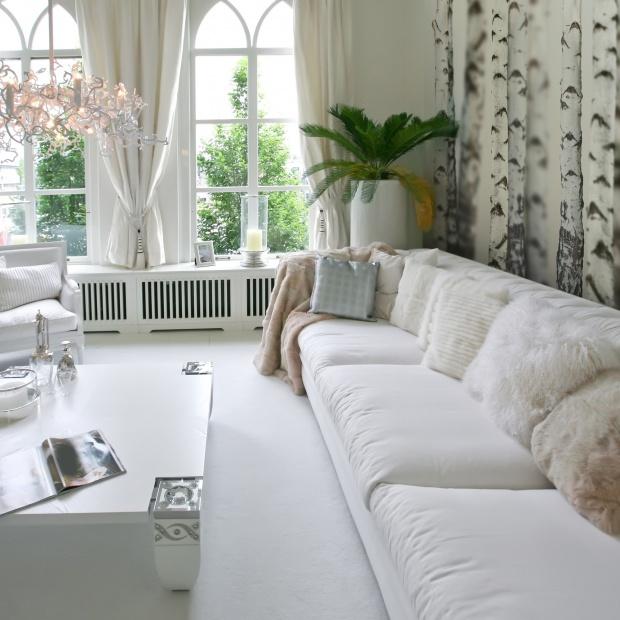 Ściana za kanapą: 15 pomysłów na fototapetę