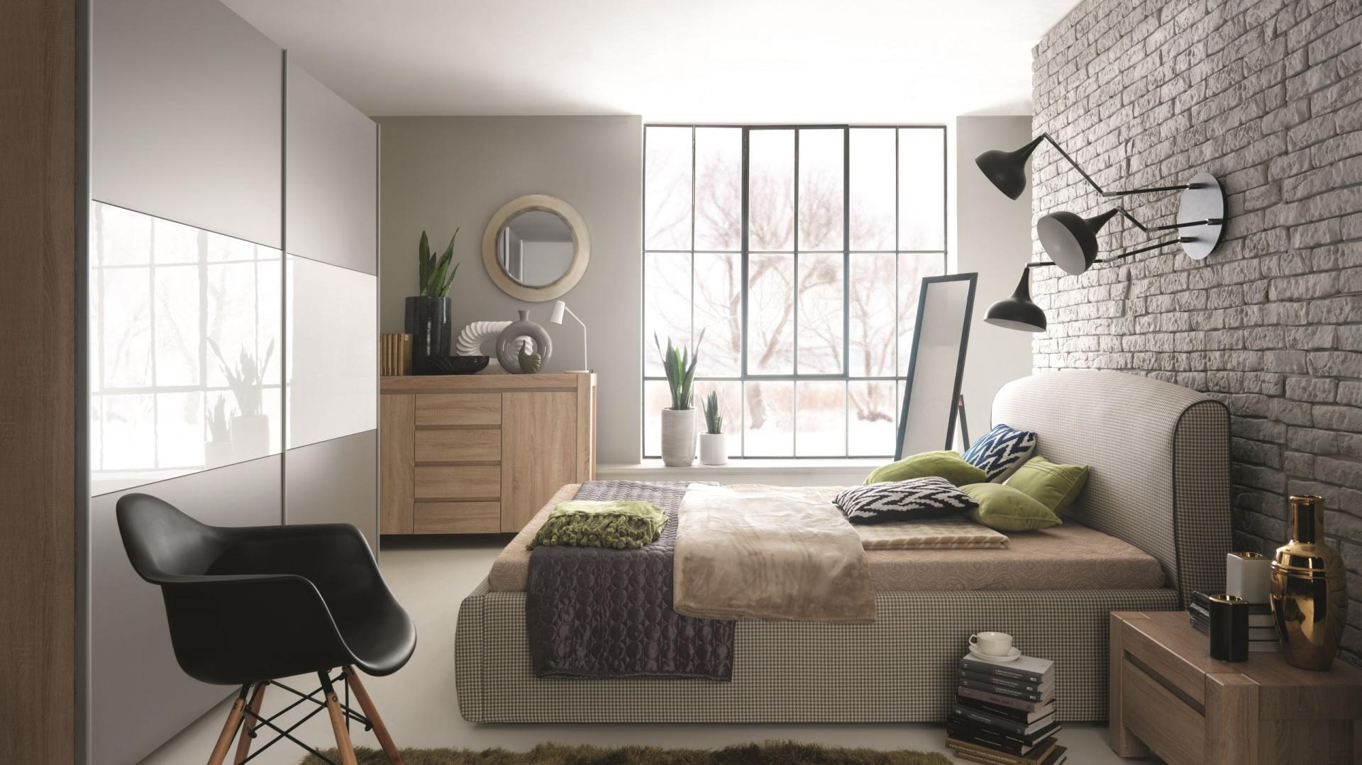 Sypialnia Alice2 z katalogu Black Red White:  łoże Alice  tapicerowane tkaniną z modnym wzorem w pepitkę. Fot. Black Red White