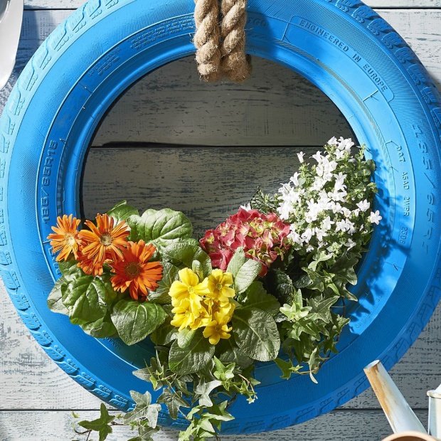 Wiosna w ogrodzie: prosty pomysł na efektowny kwietnik