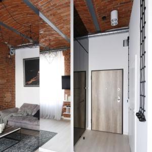 Drzwi szafy zlokalizowanej przy wejściu do loftu zostały pokryte czarnym lakierem, który podobnie jak lustro w salonie, optycznie powiększa przestrzeń salonu.Projekt: Tomasz Jasiński. Fot. Bartosz Jarosz