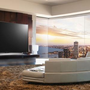 Rozdzielczość 4K Ultra HD zakrzywionego telewizora LG 79'' UG880V zapewnia znakomitą jakość obrazu i sprawia, że oglądaniu telewizji towarzyszą zupełnie nowe emocje. Fot. LG