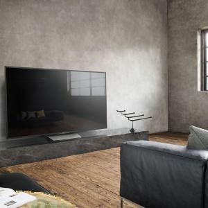 """Telewizory 4K HDR Sony Bravia:  jakość obrazu 4K zapewnia technologia HDR. Smukła, wyrafinowana stylistyka """"Slice of Living"""". Fot. Sony"""