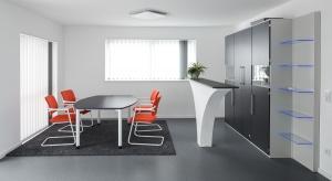 Oferta firmy STO obejmuje bardzo bogaty wachlarz produktów do wnętrz: farby, tynki, powłoki dekoracyjne, tapety, systemy akustyczne – sufitowe i ścienne, ozdobne elementy architektoniczne i powłoki posadzkowe