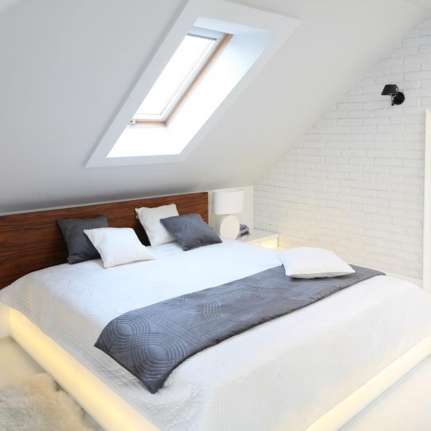 Sypialnia na poddaszu – tak urządzili inni [przegląd inspiracji]