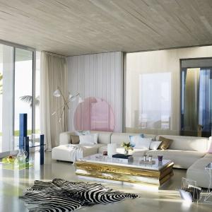Elegancki salon urządzony w amerykańskim stylu. Króluje tutaj jasny beż i ecru, przełamane akcentami w kolorze złota, pastelowego różu i błękitu. Fot. Zara Home