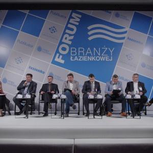 """Pierwsza dyskusja na Forum - """"Kto rozdaje karty na rynku wyposażenia łazienek""""."""