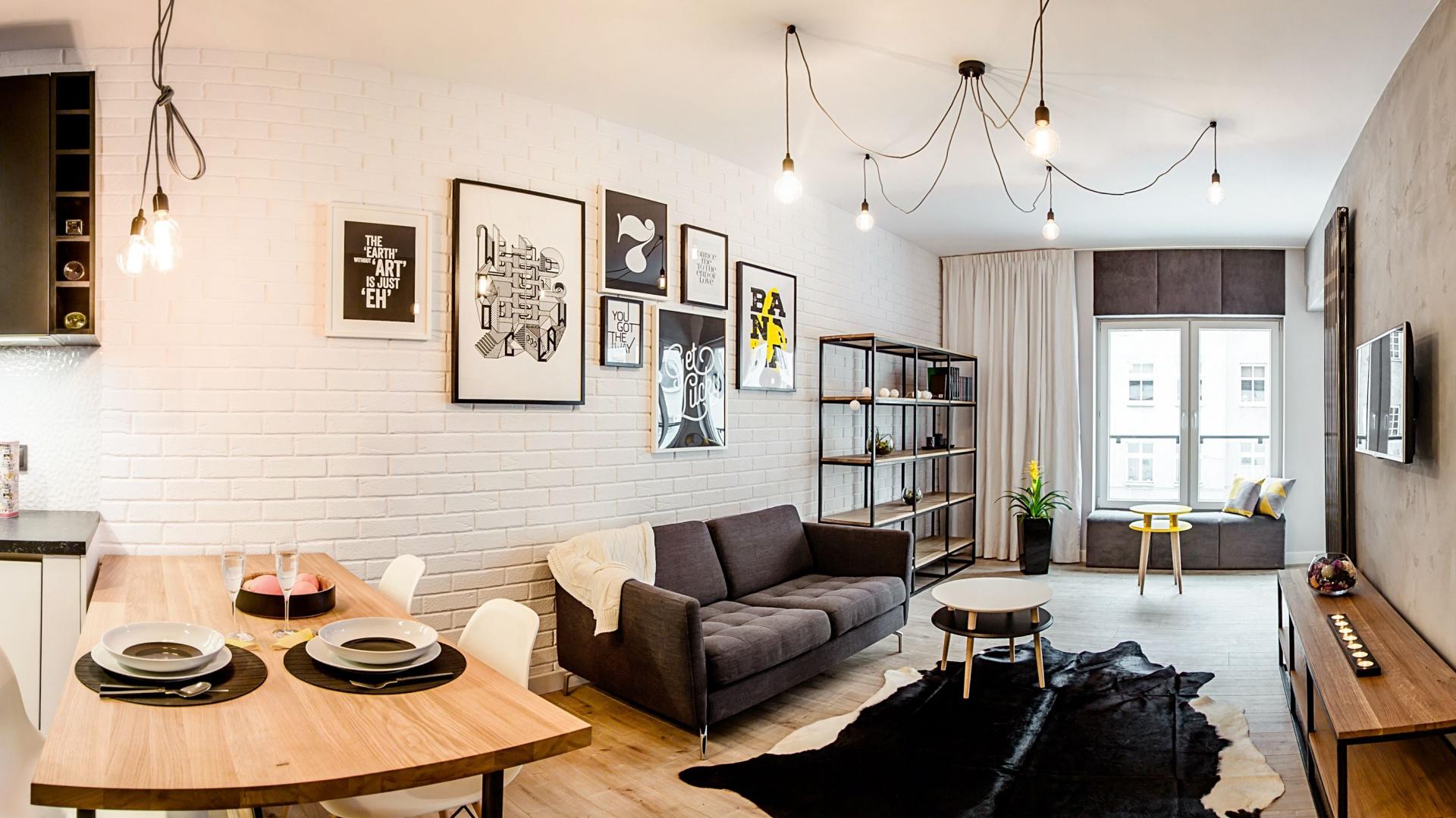 We wnętrzu panuje lekko loftowa stylistyka, której nie obce są jednak inspiracje stylem skandynawskim. Fot. Nowa Papiernia/Anna Kopec