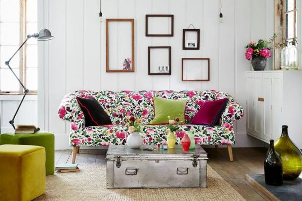 Wiosna w salonie: postaw na motywy kwiatowe