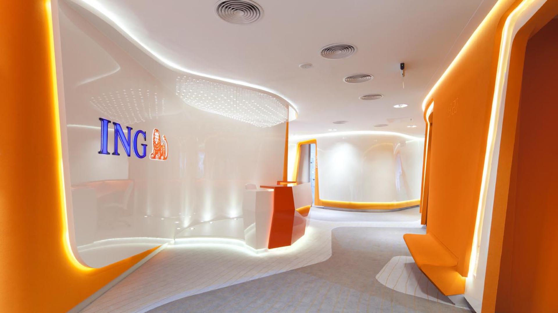 Kolorystyka wnętrza to przede wszystkim korporacyjne kolory ING. Fot. Olo Studio