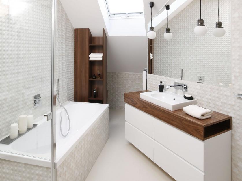 Biała łazienka ocieplona...  Nowoczesne łazienki: 10 najlepszych projektów