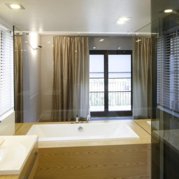 Modne wnętrze. Pomysły na drewno w łazience