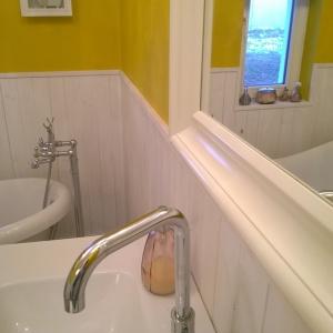 Ta łazienka została wyposażona solidnymi produktami – ceramika Cersanit okazała się naturalnym wyborem.