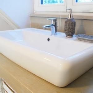 Umywalka Iryda marki Cersanit została wybrana ze względu na jej ciekawy kształt – uniwersalne, ale wyraźne kształty będą zawsze na topie.