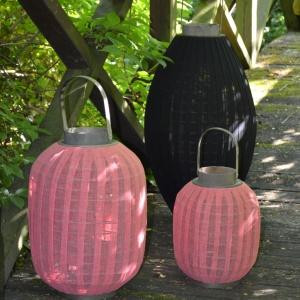 Kolorowe lampiony ogrodowe, od 135 zł. Fot. materiały prasowe.