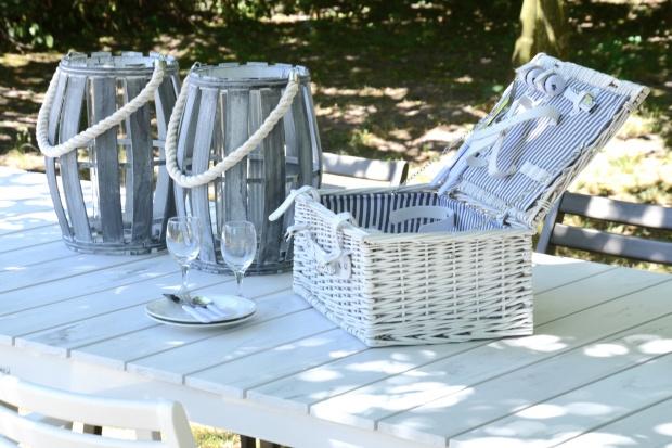 Idziemy na piknik! 10 rzeczy, które musisz mieć ze sobą [ceny]