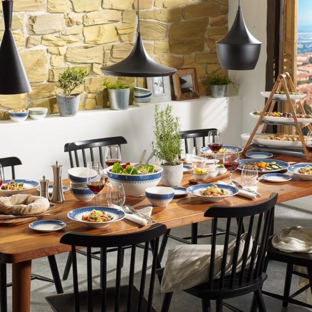 Tak udekorujesz stół: piękna kolekcja w stylu majoliki