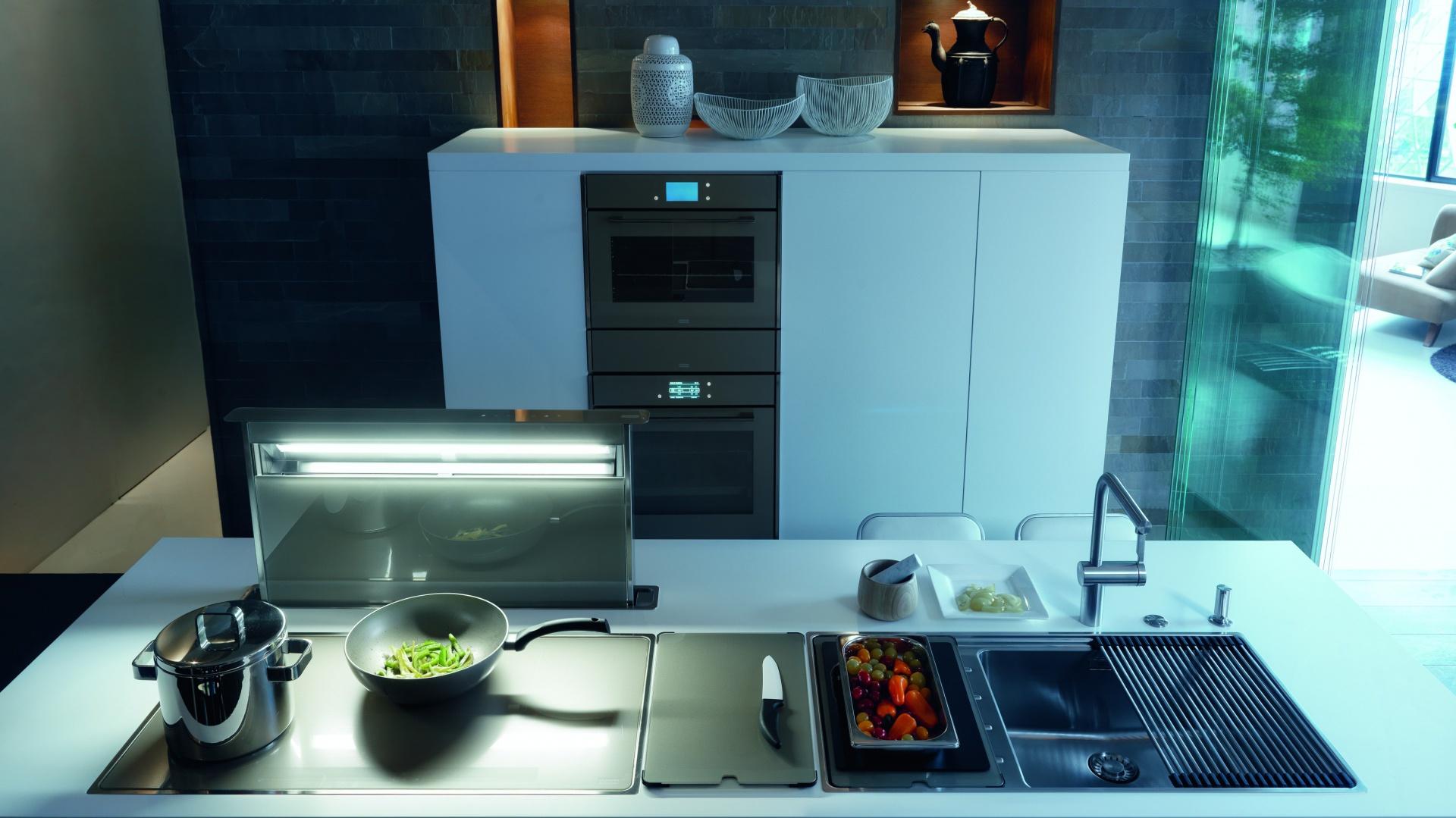 Frames by Franke to aż 44 różne urządzenia i akcesoria kuchenne zaprojektowane zostały w charakterystycznych, 11-milimetrowych stalowych ramkach. Fot. Franke