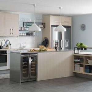 Kuchnia skandynawskiego producenta Marbodal to połączenie jasnego koloru drewna z jasnymi szarościami i stalowymi akcentami. Fot. Marbodal