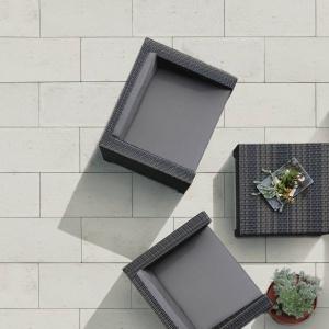 Płyty betonowe Lusso Tivoli to prostota i minimalizm w eleganckim jasnoszarym kolorze. Fot. Semmelrock