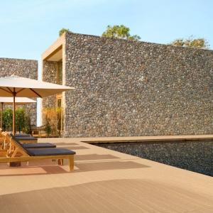 Deska ogrodowa to propozycja betonowych płyt imitujących swoim wyglądem drewno. Fot. Bruk-Bet