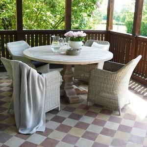 Kolekcja mebli outdoorowych Paul w klasycznej stylistyce marki Miloo polecana na balkon, taras do ogrodu i oranżerii. Fot. Miloo