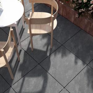 Solid 2.0 Opoczno to gres o grubości 2 cm to propozycja do zaaranżowania przestrzeni wokół domu (taras, chodnik, ścieżki ogrodowe); w pięciu bogatych kolorystycznie kolekcjach, m.in. Atakama. Fot. Opoczno