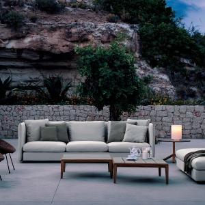 Jeżeli na tarasie jest miejsce na sofę, możemy zapewnić sobie naprawdę komfortowy wypoczynek bez wyjeżdzania na wakacje: na zdj. model Double Roda. Fot. Roda