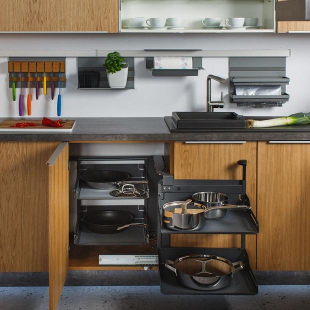 Praktyczna kuchnia: akcesoria do mebli w modnym kolorze