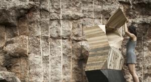 W trakcie wiosennego sezonu targowego, polska projektantka Anna Bera po raz pierwszy zaprezentowała międzynarodowej publiczności swoją debiutancką serię wielofunkcyjnych mebli. Kolekcja Earth Stone Wood została pokazana w kwietniu podczas tygodnia