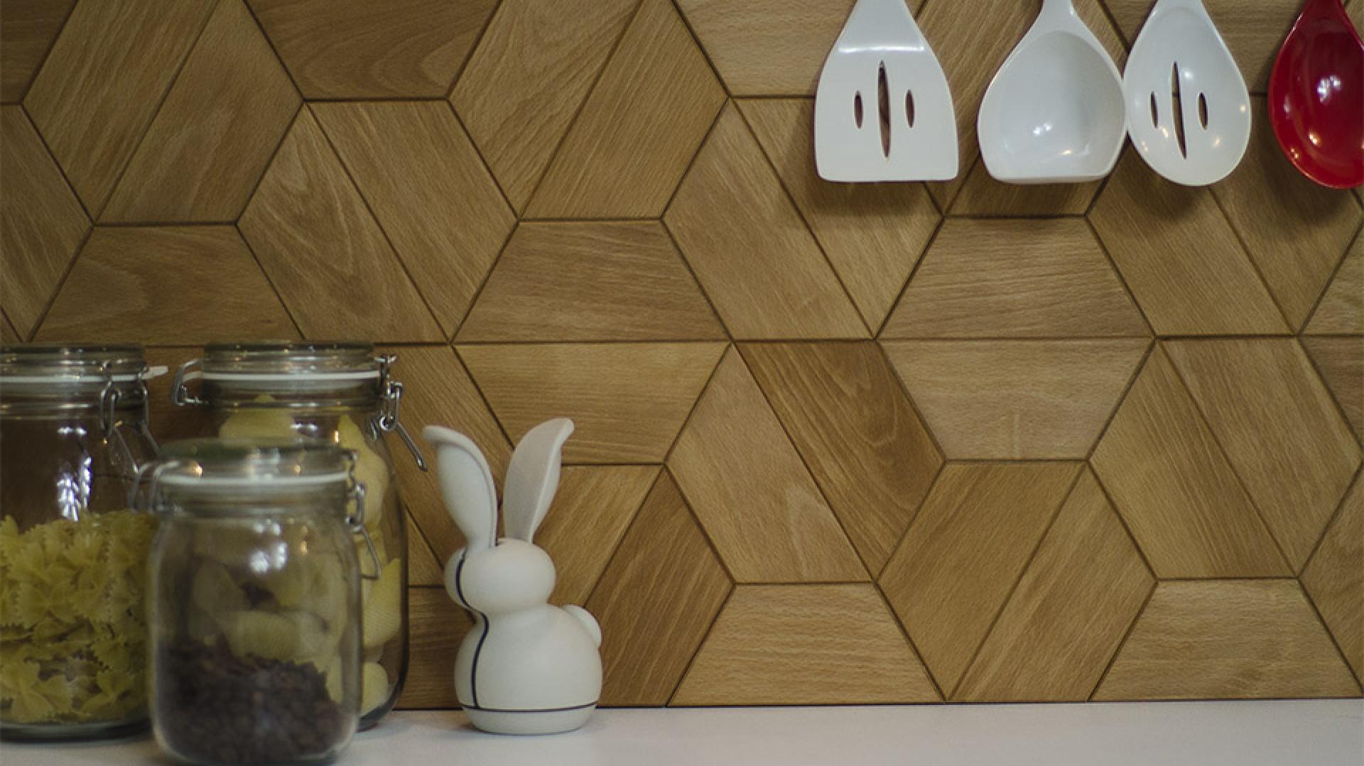 Klepka parkietowa Half-Fex ma formę połowy heksagonu. Figura ta jest niezwykle modna w tym sezonie, co widać w ofercie producentów mebli czy płytek. Teraz możemy mieć modne heksagony z drewna! Fot. Dudzisz Wood and Floor