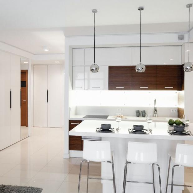 Biała kuchnia ocieplona drewnem: 20 pięknych aranżacji