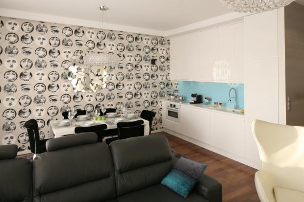 Dekorujemy ściany: tapeta w kuchni i jadalni