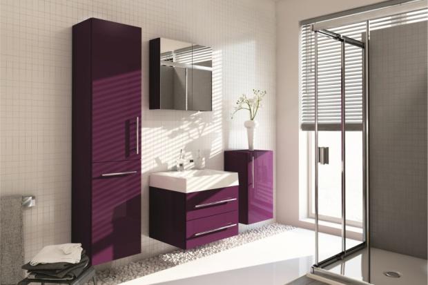 Meble w połysku: sprawdź kolekcje do łazienki