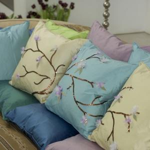 Poduszki gotowe!  Teraz wystarczy znaleźć dla nich miejsce na sofie  w pokoju lub na tarasie. Fot. Dremel