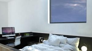 Przestrzeń antresoli wyznacza kolor czarny. Zarówno posadzka, biurko, ściany balustrady, płyta ścienna za łóżkiem są ciemne, dzięki takiemu rozwiązaniu mamy wyraźnie wyznaczoną powierzchnię.