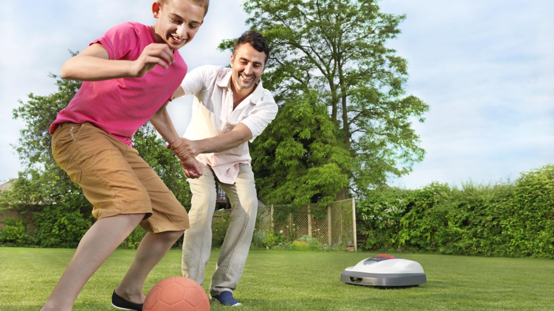 Zadbany trawnik sprawi, że z przyjemnością będziemy spędzali czas w ogrodzie. Fot. Honda