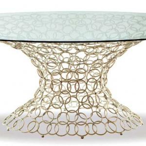 Stół Mondrian Art Form marki  Cantori; podstawa została wykonana ręcznie z giętego stalowego drutu  o gr. 8 mm. Fot. Galeria Heban